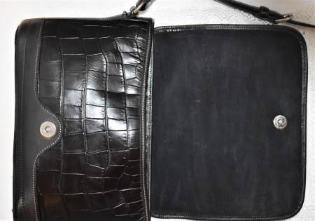 Dooney and Bourke   Leather   Dooney Bayou Collection  Full Flap Bag