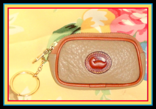 SOLD!!! Cute Taupe Zipper Key Caddy Coin Purse