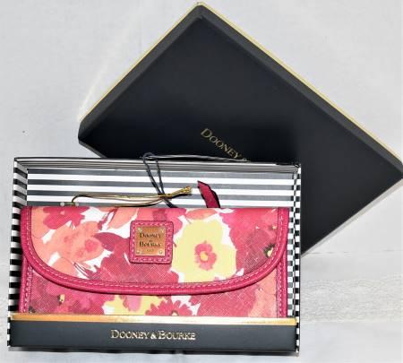 Dooney and Bourke   Somerset Watercolor Continental Clutch Wallet-Brand New